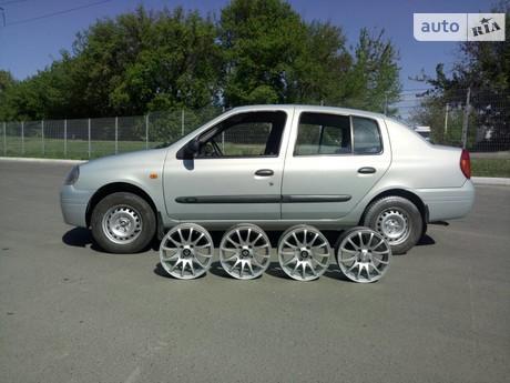 Renault Clio Symbol 2000