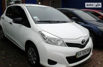 Toyota Yaris 1.0 MT (69 л.с.) 2012