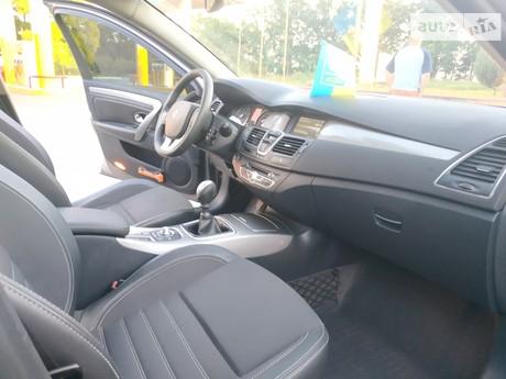 Renault Laguna 1.5D MT (110 л.с.) 2011