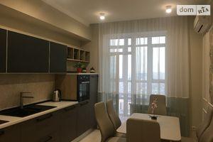 Сниму трехкомнатную квартиру в Киеве долгосрочно