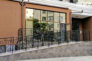 Сдается в аренду кафе, бар, ресторан 65.8 кв. м в 26-этажном здании