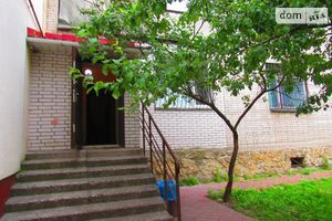 Продается офис 102.6 кв. м в нежилом помещении в жилом доме