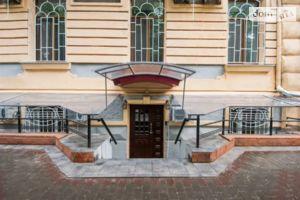 Продається готель 300 кв. м в 2-поверховій будівлі