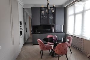 Продается 3-комнатная квартира 120 кв. м в Киеве