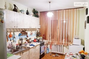 Продається 4-кімнатна квартира 80 кв. м у Одесі