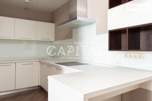 Продается 3-комнатная квартира 136 кв. м в Киеве