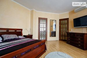 Продається 2-кімнатна квартира 81 кв. м у Одесі