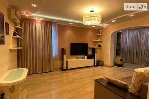 Продається 4-кімнатна квартира 91 кв. м у Одесі