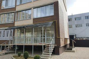 Продається об'єкт сфери послуг 40 кв. м в 9-поверховій будівлі