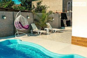 Сдается в аренду одноэтажный дом с бассейном