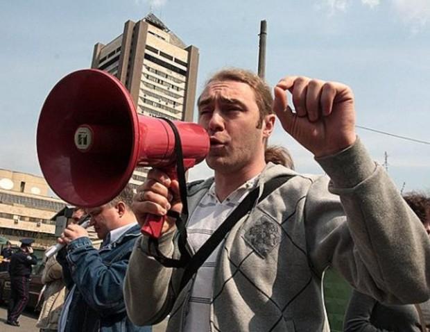 Депутаты от «Свободы» заселили беженцев из Крыма в киевскую новостройку
