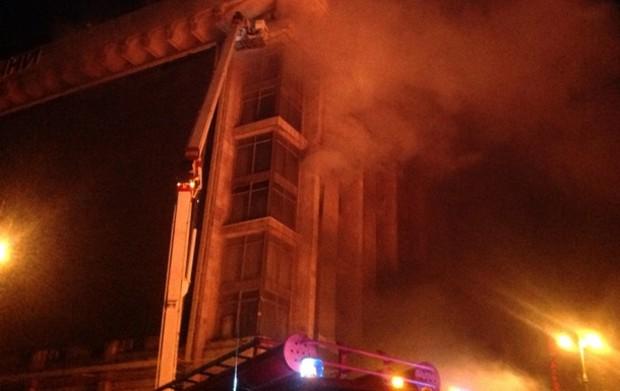 Дом профсоюзов горит уже почти 12 часов