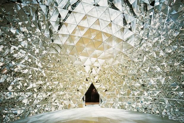 Дубай «украсят» элитные небоскребы с кристаллами Swarovski