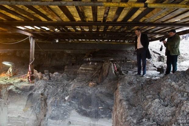 Кличко поручил остановить строительство на Почтовой после находки археологов (фото)