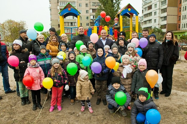 Компания DIM открыла современную площадку для детей Деснянского района