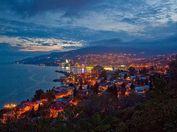 Крымчане весь сентябрь будут по 6 часов в день сидеть без света