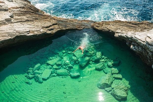 Лето в разгаре: ТОП-5 удивительных бассейнов мира (фото)