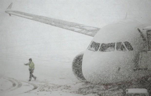 Международный аэропорт «Симферополь» приостановил работу из-за сложных погодных условий