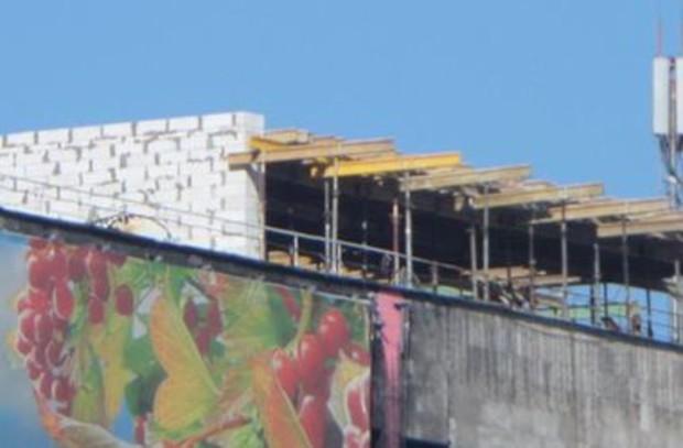 На крыше киевского Дома профсоюзов возводят неизвестный объект