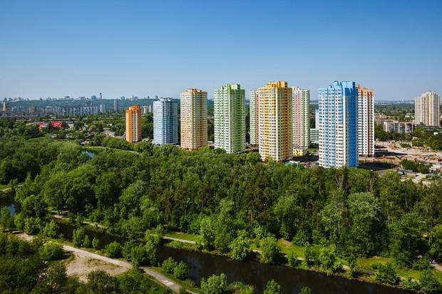Новые квартиры в завершающем доме «Парковых Озер»