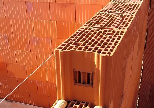 Особенности строительства из керамоблока