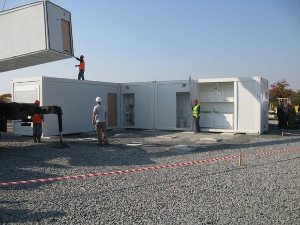 Переселенцам вручили первые ключи от модульных домов