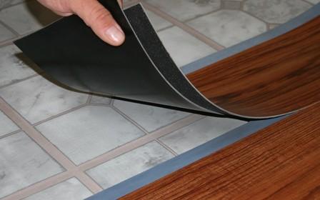 По секрету о кухне: чем застелить кухонный пол?