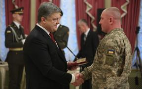 Порошенко анонсировал самое масштабное строительство общежитий для военных в истории Украины