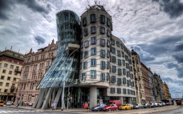 Пражский «Танцующий дом» продан за $18 млн.