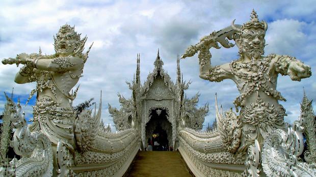 Самые красивые и необычные здания мира: храм Ват Ронг Кхун в Таиланде.