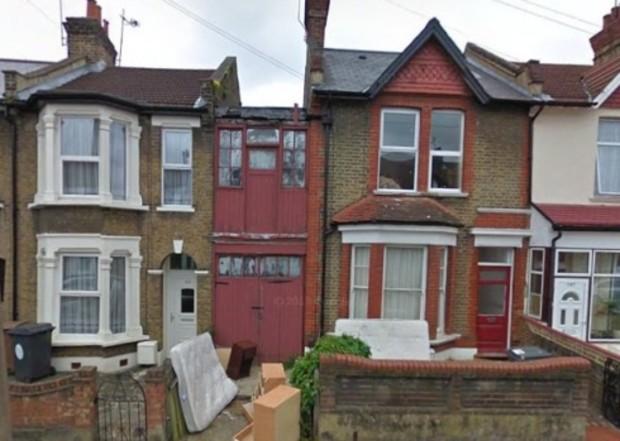 Самый узкий дом Великобритании готовят к сносу