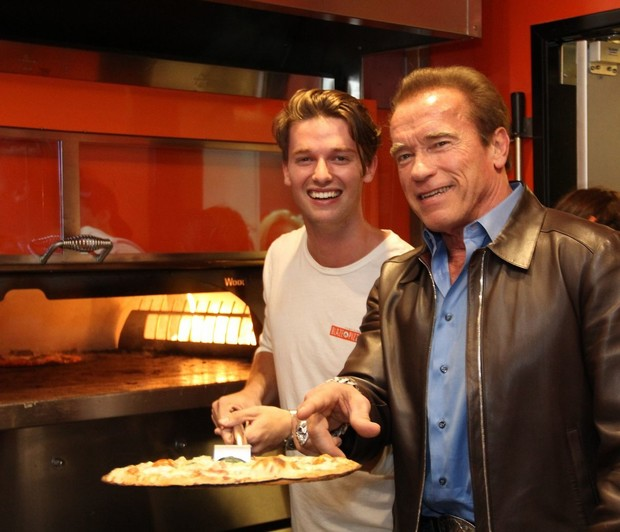 Сын Шварценеггера открыл собственную пиццерию в Лос-Анджелесе (фото)