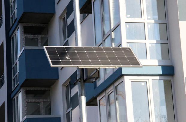 «Укрбуд» устанавливает фонари с солнечными батареями