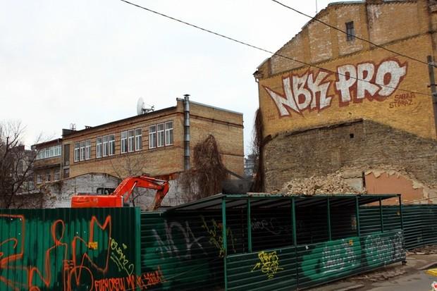 В Десятинном переулке остановлены строительные работы