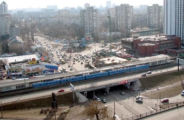 В Киеве возле метро «Левобережная» убрали все МАФы