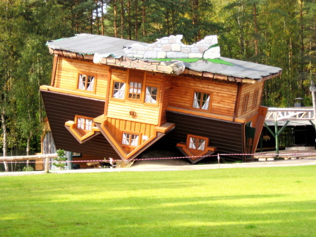 В Китае построили дом «вверх ногами»