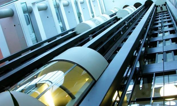 В Китае построили небоскреб с самыми быстрыми лифтами в мире, способными преодолеть 95 этажей всего за 43 секунды