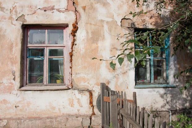В Крыму расселят жителей 50 аварийных домов