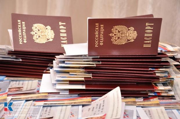 В Крыму создали три фабрики, которые в две смены печатают паспорта для крымчан