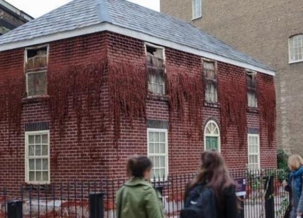 В Лондоне построили парафиновый дом (фото)