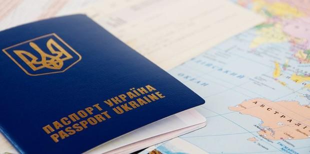 В марте крымчанам начнут выдавать украинские биометрические паспорта