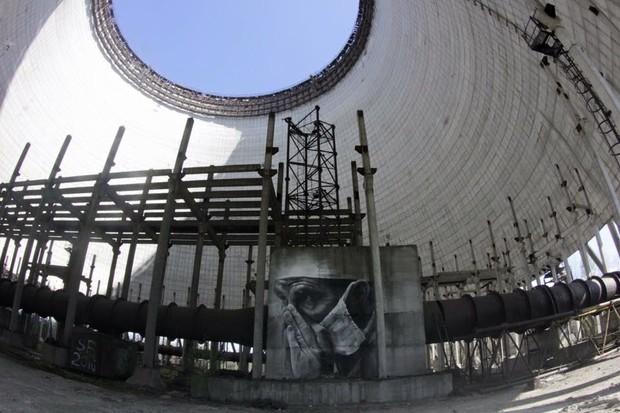 В память о ликвидаторах австралийский художник нарисовал мурал на реакторе Чернобыльской АЭС
