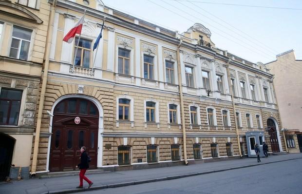 В Санкт-Петербурге за неуплату аренды выселяют генконсульство Польши