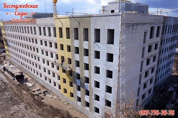 В ЖК «Бестужевские сады» выполняется монтаж внутренних стен в квартирах!