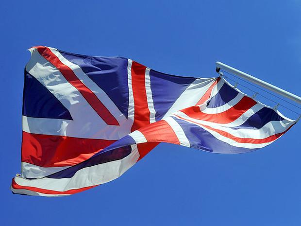 Великобритания закрывает визовые центры в РФ