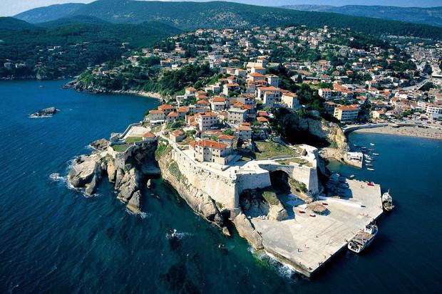 Владельцам недвижимости в Черногории разрешили находиться в стране в течение одного года