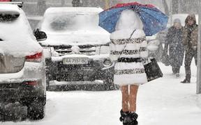 10 см снега: власти Киева рекомендуют пересесть на общественный транспорт