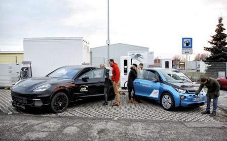 100 километров за 3 минуты. BMW и Porsche представили зарядную станцию для электромобилей
