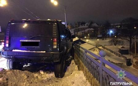 16-летняя школьница угнала Hummer и устроила ДТП