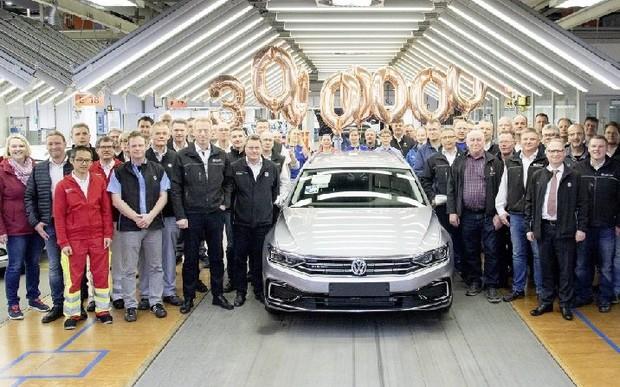 30 000 000-й автомобіль - варіант Passat GTE з гібридним приводом в кольорі Pyrite Silver Metallic